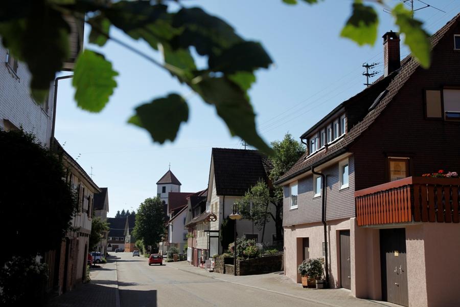Die Ortsstraße in Wittlenweiler