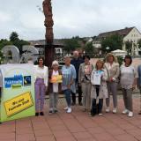 Die Fairtrade-Steuerungsgruppe auf dem Marktplatz
