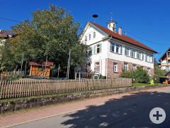 Haus mit Zaun und Garten