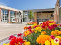 Der Vorplatz des Kurhauses im Frühling