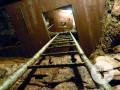 Aufstieg im Bergwerk in eine der Stufen