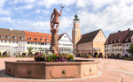 Der Neptunbrunnen auf dem oberen Marktplatz
