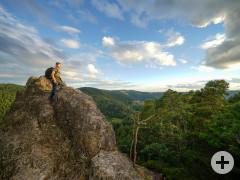 Ein Wanderer auf dem Klettersteig Karlruher Grat