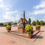 Der Obere Marktplatz, das Stadthaus und der Neptunbrunnen