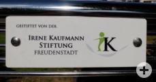 Sitzbank in der Bahnhofstraße-Irene Kaufmann Stiftung