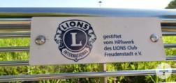 Sitzbank vom LIONS Club in der Karl-von-Hahn-Straße