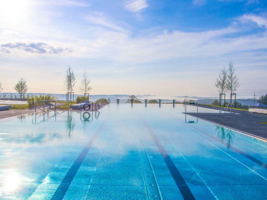 Das Panorama-Freibad mit Aussicht